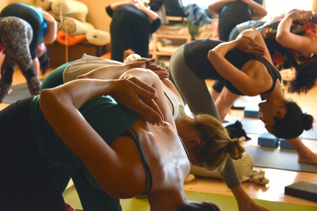 Cours de yoga collectifs en salle